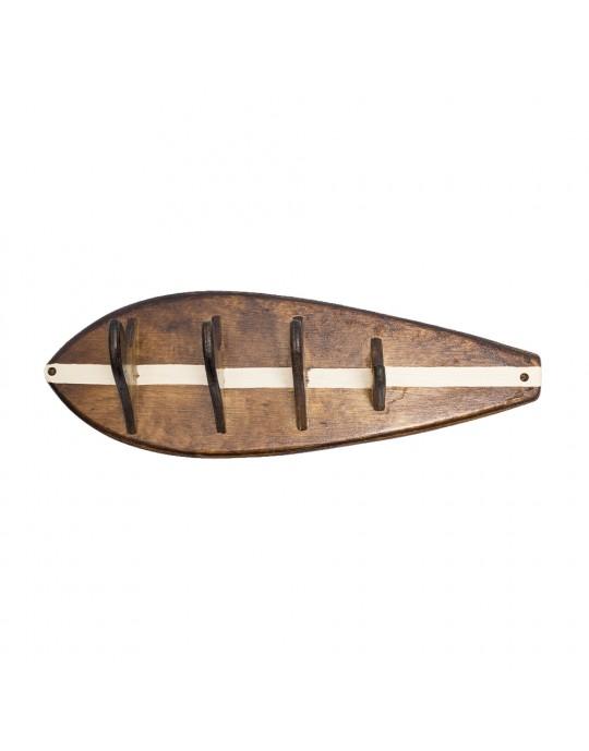 Cabideiro com quilhas feito em madeira