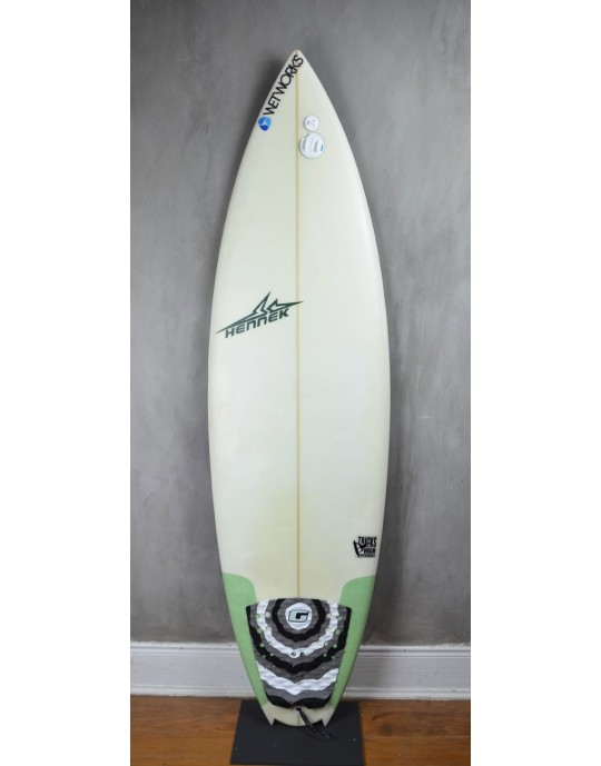 "Prancha de Surf Hennek 5'10"" seminova"