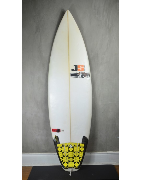 "Prancha de Surf JS 5'11"" Black Box seminova"