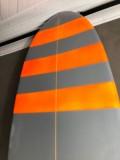 Longboard Marcelo Neto 9'1 Cinza e Laranja